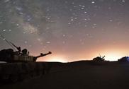 解放军96A主战坦克星空下奔袭罕见美照曝光
