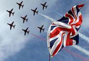 英国火神轰炸机最后一次飞行 与红箭编队震撼飞行