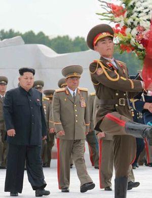 金正恩向志愿军烈士陵园献花圈 对中国表达敬意