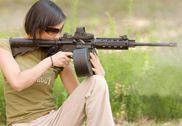 一个比一个猛!爱玩枪的漂亮MM们