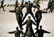 俄罗斯国际军事比赛开幕式彩排 搭人梯秀古战车