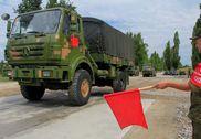 解放军赴俄参加汽车能手比赛 军卡几乎被水淹没