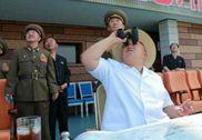 朝鲜军人将星条旗踩于脚下 向金正恩致敬