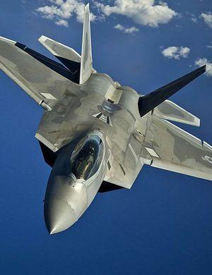 F22完胜10架中国战机?撑死只能挂8枚导弹!