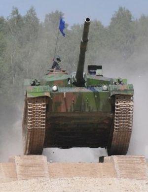 中国96A坦克第二次出战秀飞车特技 动作行云流水