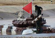 坦克大赛委内瑞拉队陷入水坑 俄方用牵引车拖出