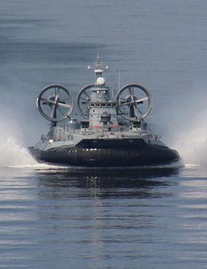 """南海抢滩:中国海军公布""""野牛""""气垫船高清照"""