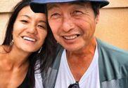 她在街头偶遇25年前抛弃自己正在流浪的父亲