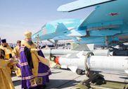 俄罗斯庆祝空军节请来主教为苏-34战机开光