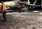 美杜鲁门号航母一架F-18加油时起火 半身被烧焦