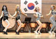 韩国女子组合延坪岛劳军 与韩军士兵激情热舞