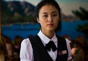 喜欢穿高跟鞋爱拍照:镜头中的朝鲜女性