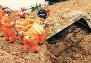 深圳滑坡59人失联 系因人工堆土垮塌