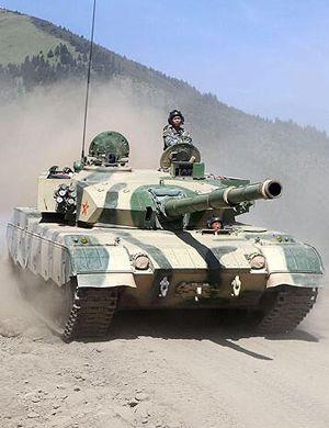 解放军96坦克卡弹险炸膛 排长徒手装弹排险