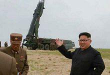 朝鲜舞水端导弹试射成功 专家喜极而泣拥抱金正恩