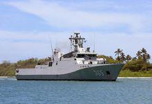 中国海军舰队到达美军珍珠港 同时悬挂中美国旗