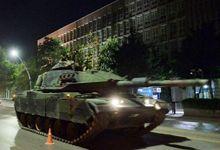 战力堪忧:土政变军队先进坦克被民众包围后抢走