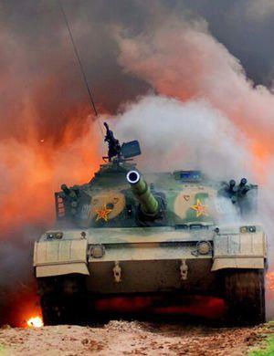 解放军96B坦克抵达莫斯科参赛 新涂装外观高大上