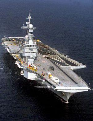 印度国产航母下水一年多 甲板上多了个空壳舰岛