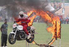 巴基斯坦庆国防日 士兵开挂秀摩托车叠罗汉特技