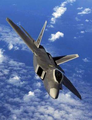 美军大批F-22为躲避台风钻进机库 场面令各国艳羡