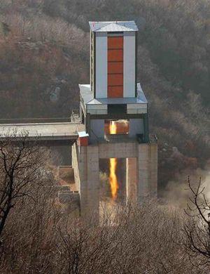 试完核弹试卫星:金正恩指导大功率火箭发动机点火