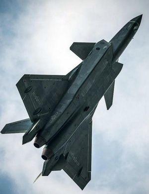 歼20战机近期密集试飞 机动性能卓越碾压四代机