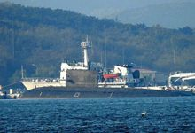 网友拍解放军潜艇基地 多艘039B与091核潜艇曝光
