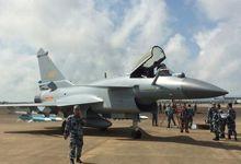 珠海航展现场:歼-10B挂弹抵达 运-20将飞行表演