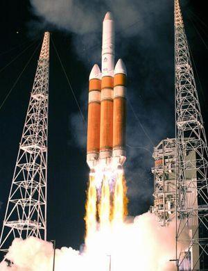 中国重型火箭长征-5震撼发射 起飞推力超1000吨