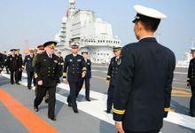 俄海军司令登上辽宁舰 甲板机库未见一架舰载机