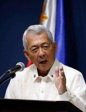 菲律宾外长声称中国承诺不填黄岩岛 中方回应