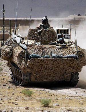 什么系统?解放军新装甲指挥和侦察车内部曝光