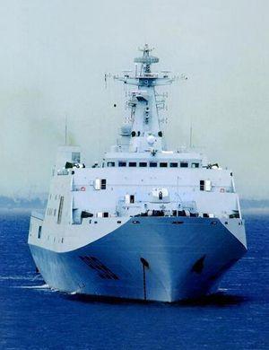 解放军批量列装野马气垫船:配071两栖登陆舰