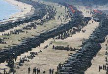 朝鲜最大规模火力演习:金正恩坐大奔亲临指挥