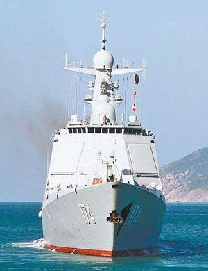 碧海蓝天白舰:三亚基地实拍中国海军052D舰