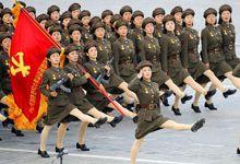 风格截然不同:朝韩两军靓丽女兵大比拼