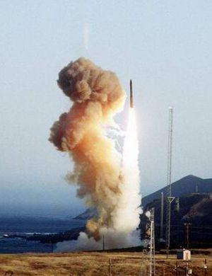 美国对中国2款导弹念念不忘 高超武器执行核打击