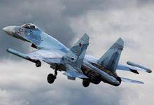 抢上镜!美军拍下俄苏27战机跟踪美轰炸机编队