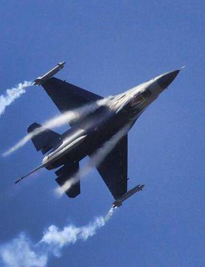 波兰F-16拦截俄防长座机