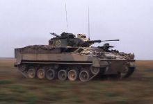 武警装备新型装甲车冒高温训练 车内温度达35度