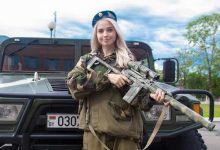 白俄罗斯美女记者下部队:除了中国猛士 午饭也亮了
