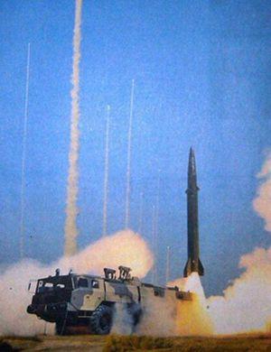 中国东风15导弹发射阵地曝光!7枚导弹同时起竖