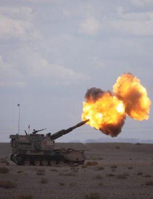 解放对岸!解放军新型火炮对海射击 检验实战能力