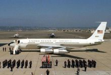 用电磁弹射致敬!37年前刘华清将军登美军航母