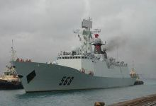 <strong>中国海军护航编队海口舰靠泊吉布提港补给休整</strong>