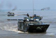 中俄军演练抢滩登陆:071舰投放14辆两栖战车