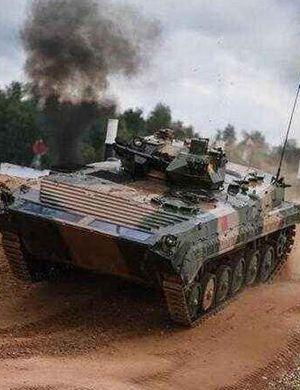 土豪师的装甲洪流!我军最强04A步战车在行进