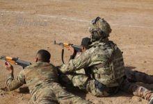 皇协军鸟枪换炮!伊拉克人手持56和CQ步枪被美军训练