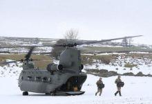 老乡快开门呀!英国大兵坐着支奴干进山送温暖